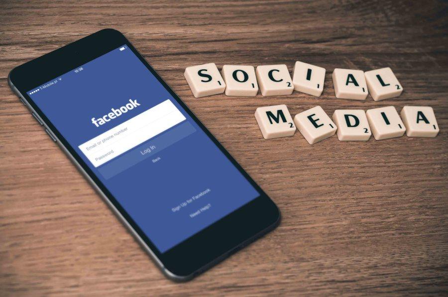 Candu Sosial Media